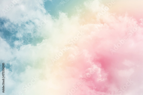 Fototapeta chmury sun-and-cloud-background-with-a-pastel-colored