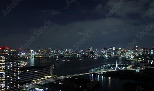 Plakat Noc widok Tokio widzieć od Tokio zatoki