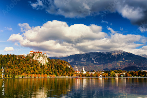 Foto op Canvas Herfst Colorful autumn sunny day on Bled lake, Slovenia