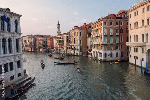 Plakat Wenecja / Widok na historyczną architekturę rzeki i miasta