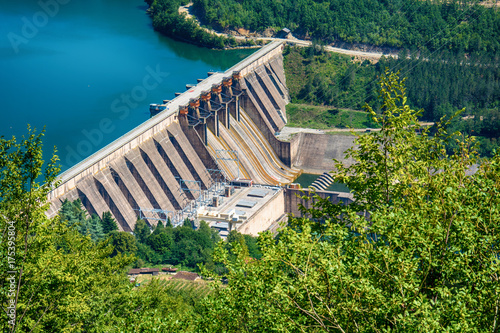 Tuinposter Dam Dam Perucac on a Drina river. Hydroelectric