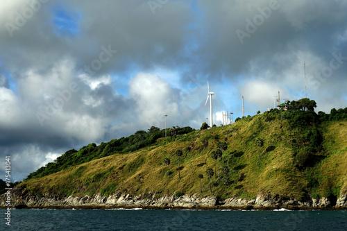Zdjęcie XXL wiatrak na energię odnawialną na wyspie