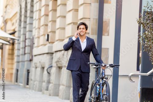 Keuken foto achterwand New York Successful businessman riding bicycle