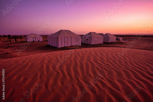 Spoed Foto op Canvas Bordeaux Sahara desert and tents