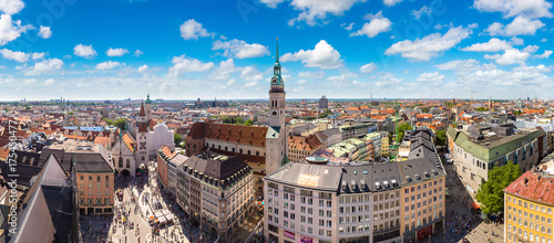 Fototapeta premium Panoramiczny widok na Monachium, Niemcy