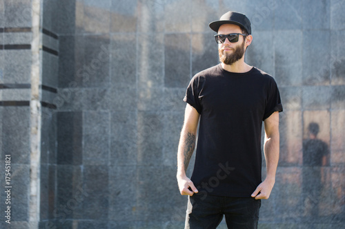 Stampa su Tela Hipster handsome male model with beard  wearing black blank  t-shirt with space