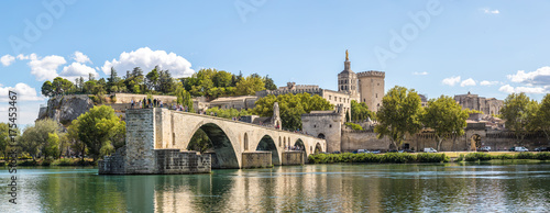 La pose en embrasure Ponts Saint Benezet bridge in Avignon