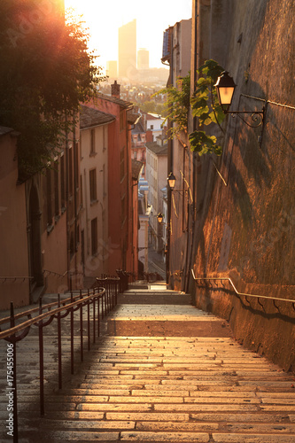 Empty, charming alley with stairs in Vieux Lyon, the old town of Lyon Fototapete