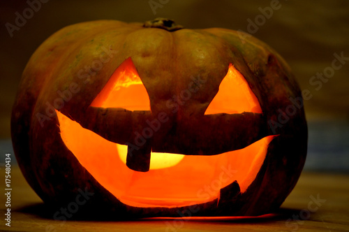 Платно homemade carving pumpkin for halloween