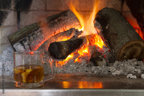 In de dag Vuur / Vlam burning wood in the fireplace