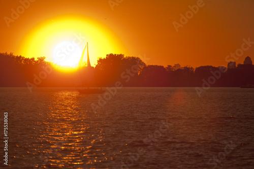 Fototapeta Zachód słońca w zatoce Toronto