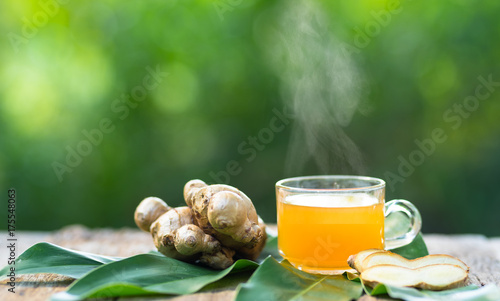 Tuinposter Thee ginger tea hot drink in glass cup