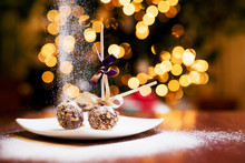 Christmas Lollipop Cake With F...