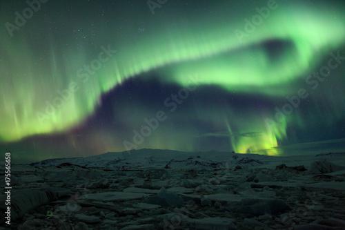Plakat Zorza polarna (Aurora borealis) nad Jokulsarlon w Islandii