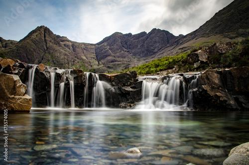 Fotografia Fairy Pool auf der Halbinsel Skye in Schottland