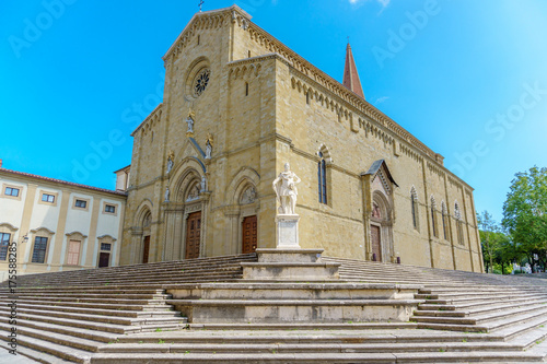 Photo Catholic cathedral in the city of Arezzo Italy