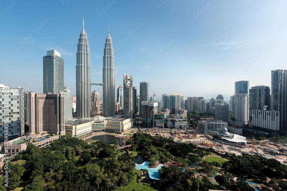 Fototapeta Kuala Lumpur skyline and skyscraper in Malaysia. Downtown business district center of Kuala lumpur seeing Petronas twin tower in Malaysia. Asia.
