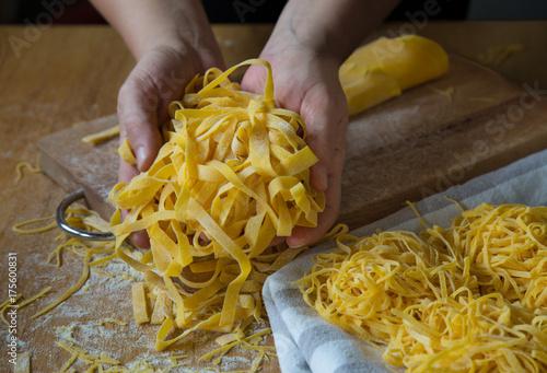 Fotografia  Homemade italian pasta tagliatelle
