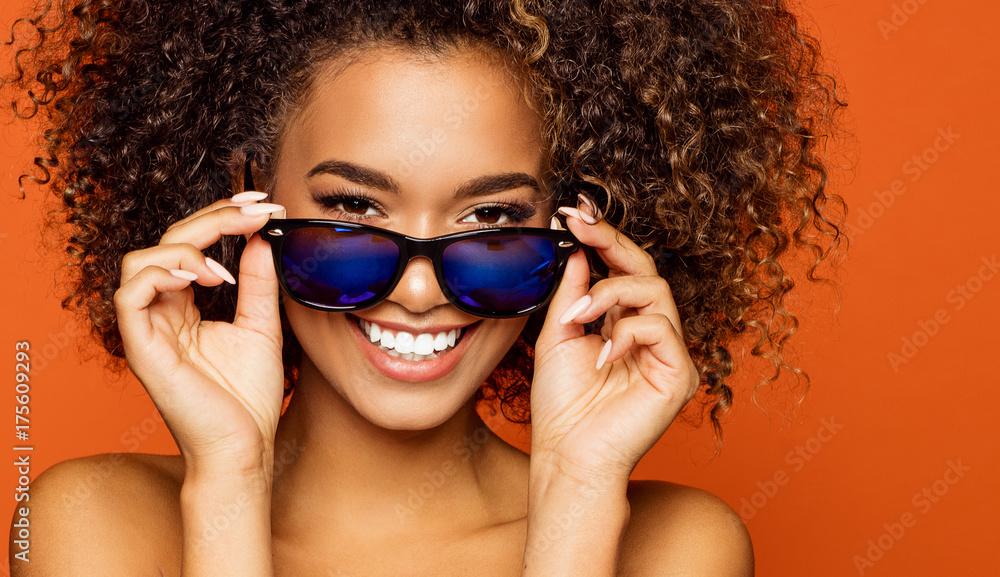Fototapeta Portrait of smiling black girl with sunglasses