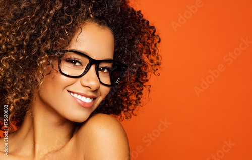 Portrait of black woman with glasses and smiling Poster Mural XXL