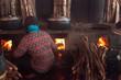 Kambodscha, Kep, Krabbenmarkt, Frauen kochen Meeresfrüchte auf dem Krabbenmarkt