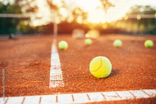 Photo  Tennis balls on clay court