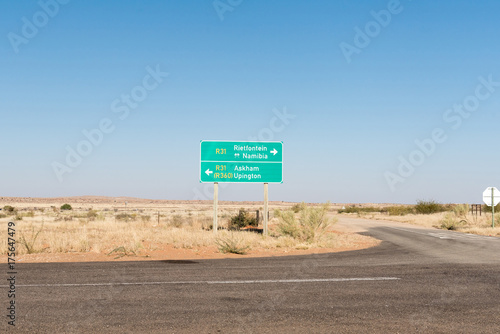 Staande foto Afrika Turn-off to Groot Mier in the Northern Cape Province