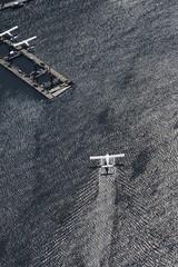Wodnosamolot kołujący nad wodą w kierunku molo, Vancouver, Kolumbia Brytyjska, Kanada, Ameryka Północna