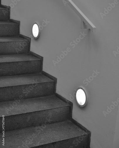 Photo Stands Stairs Treppe schwarz-weiß