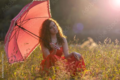 Plakat Rudowłosa dziewczyna w czerwonej sukience
