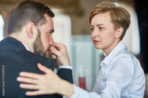Fotografía  Helpful colleague comforting frustrated businessman in trouble