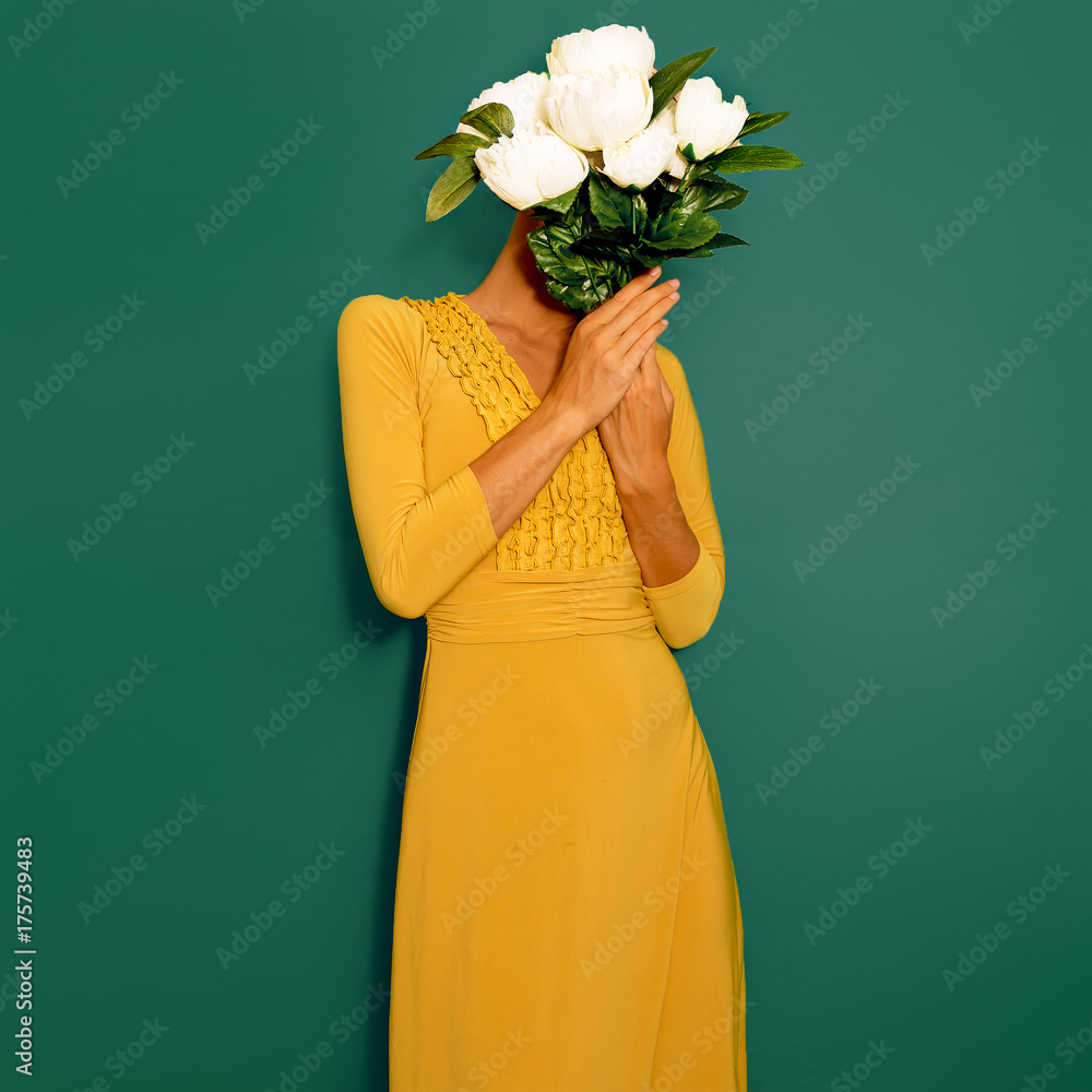 Fototapety, obrazy: Sensual vintage Lady with a bouquet of peonies. Spring Style minimal fashion