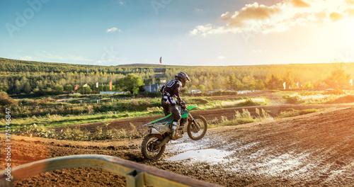 Fototapeta Extreme Motocross MX Rider jazdy na polnej drodze