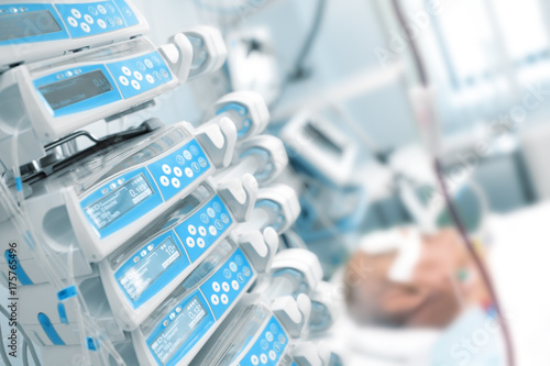 Fotografia  Comatose patient in the critical care unit
