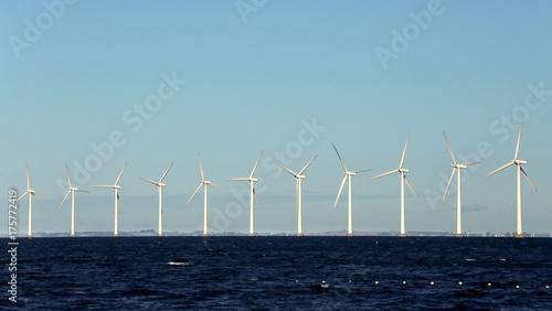 Zdjęcie XXL Wiatrak na morzu