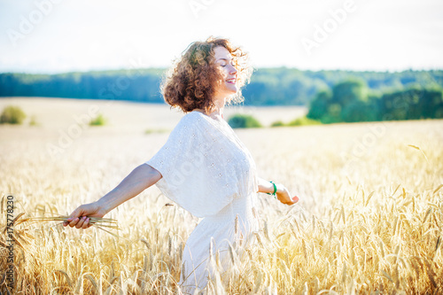smiling happy woman in wheat field Poster Mural XXL