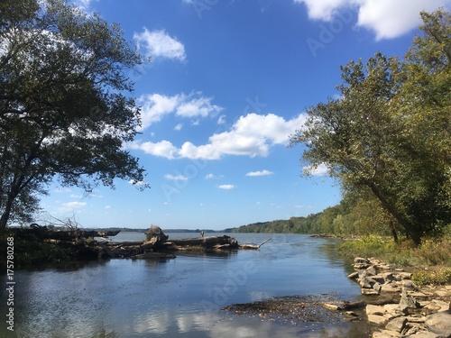 Fotografie, Obraz  sunny fall day on the Potomac river
