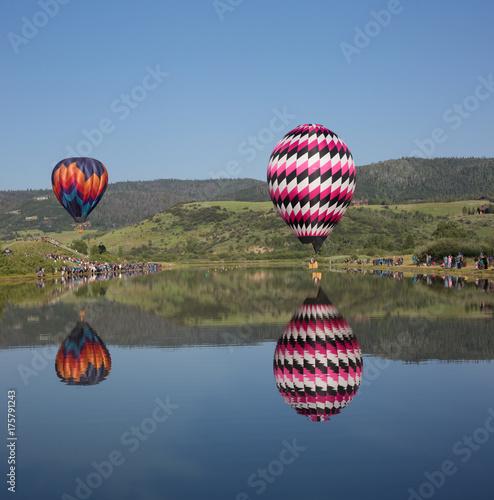 Zdjęcie XXL dwa balony na jeziorze