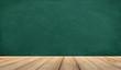 grüne schultafel mit holzdiele als werbefläche.