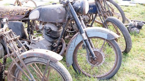 Obraz na płótnie Stare motocykle do renowacji
