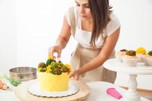 Confectioner Prepare Cake