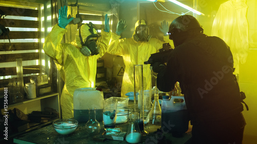 Fotografija  Fully Armed Special Anti-Narcotics Task Forces Soldier Arrests Two Clandestine Chemists Working in the Drug Producing Underground Laboratory