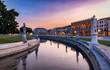 canvas print picture - Der Platz Prato della Valle bei Sonnenuntergang in Padova, Italien