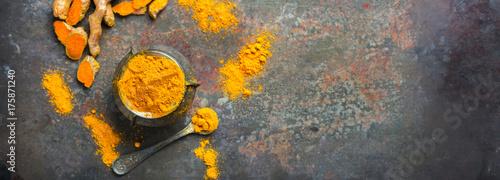 Foto auf AluDibond Aromastoffe Turmeric root curcuma longa powder