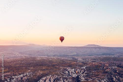 Zdjęcie XXL Słynną atrakcją turystyczną Kapadocji jest lot lotniczy. Kapadocja jest znana na całym świecie jako jedno z najlepszych miejsc na loty z balonami. Kapadocja, Turcja.