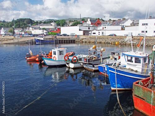 Plakat Wielcy połowów statki w schronieniu portowy Irlandia