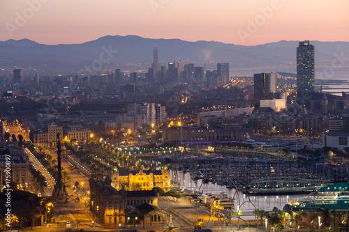 Plakat Panoramiczny widok na Port Vell i dzielnicę La Barceloneta. Barcelona, Hiszpania