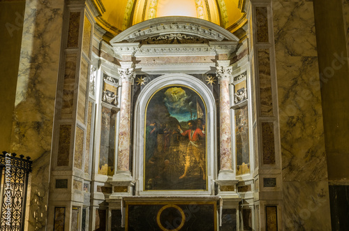 Fotografía  Icon with the image of the holy apostles with marble statues in the Abbazia dell