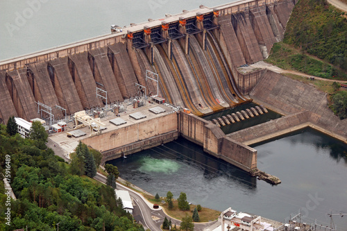 Fototapeta elektrownia wodna na rzece Serbii