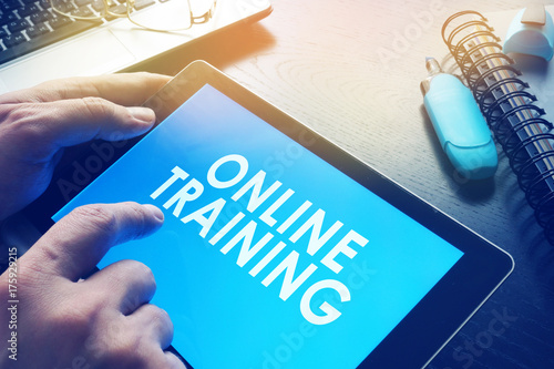 E-learning concept. Online training on a screen of tablet. Canvas-taulu